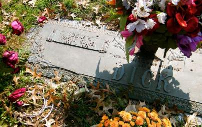 Patsy Cline and husband Charlie Dick's graves in Shenandoah Memorial Park, VA. Image: Sarah Stierch (CC BY 4.0)